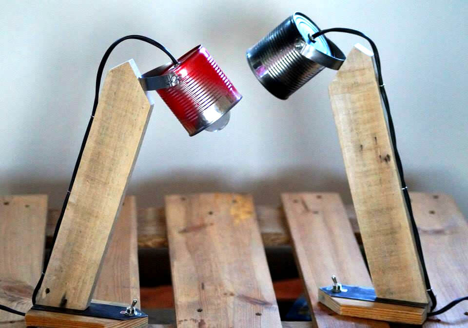low-cost wooden pallet study table lamp