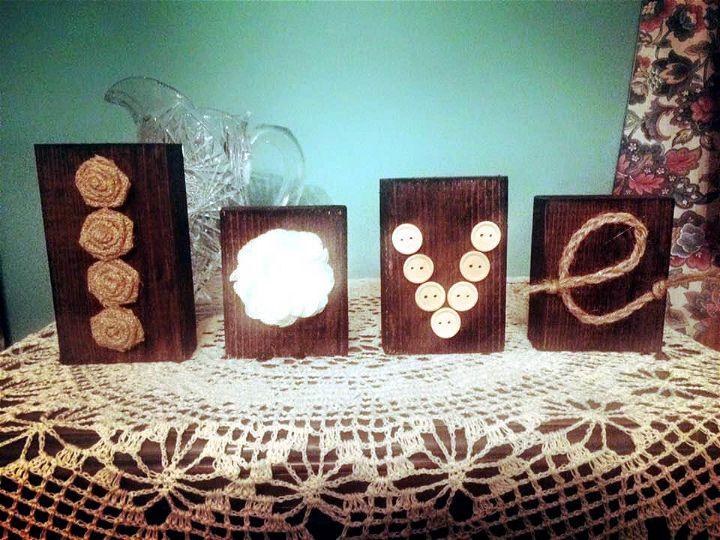 Wooden pallet love block art
