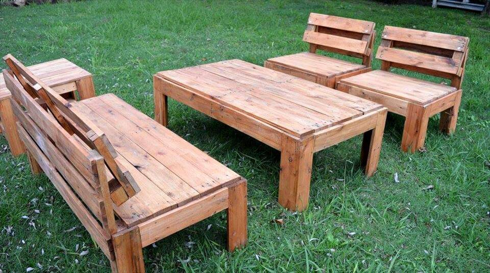 Recycled pallet garden seating set