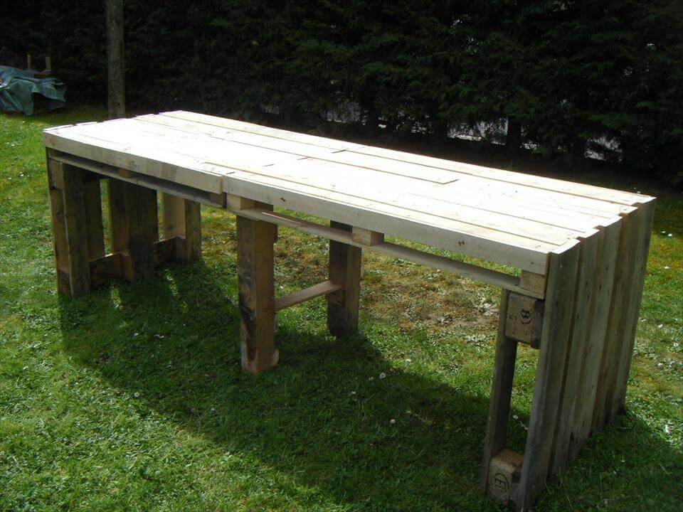 no-cost wooden garden table