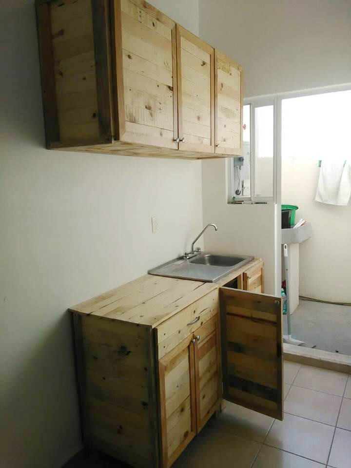 Kitchen wholly made from recycled pallets 99 pallets for Pallet kitchen cupboards