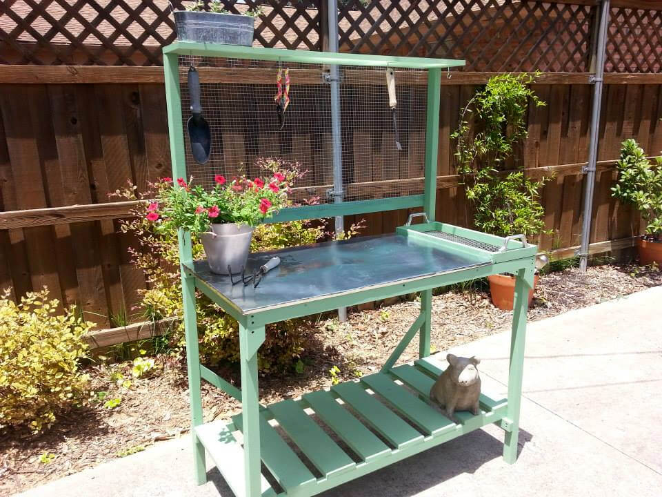 no-cost pallet and reclaimed metal potting bench