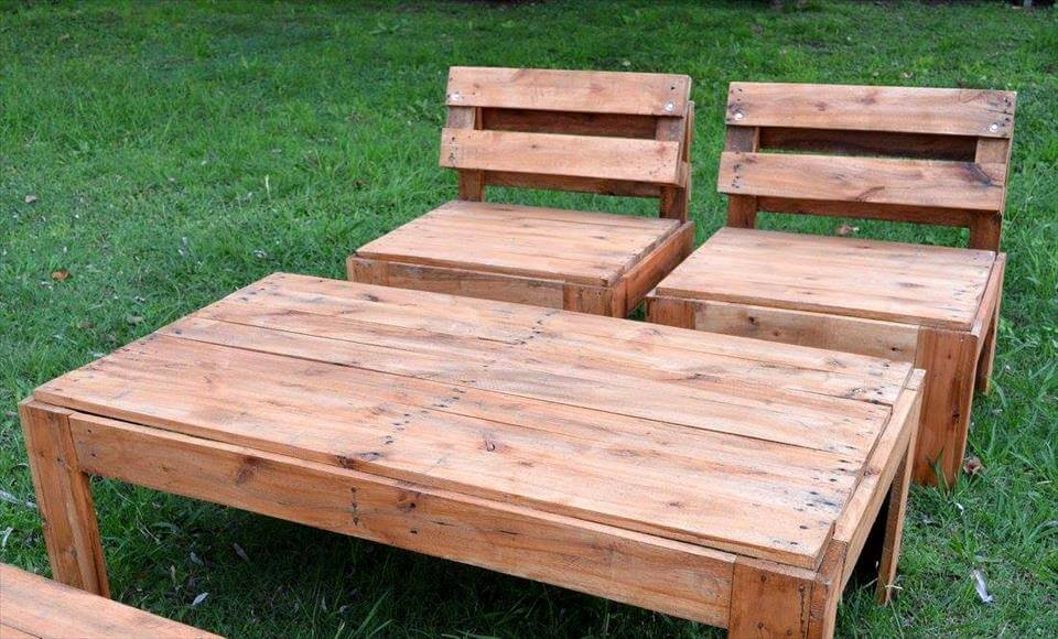 Regained pallet garden seating set