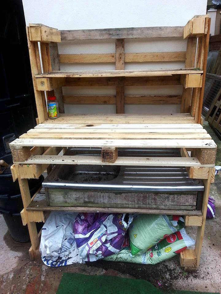 no-cost pallet potting bench