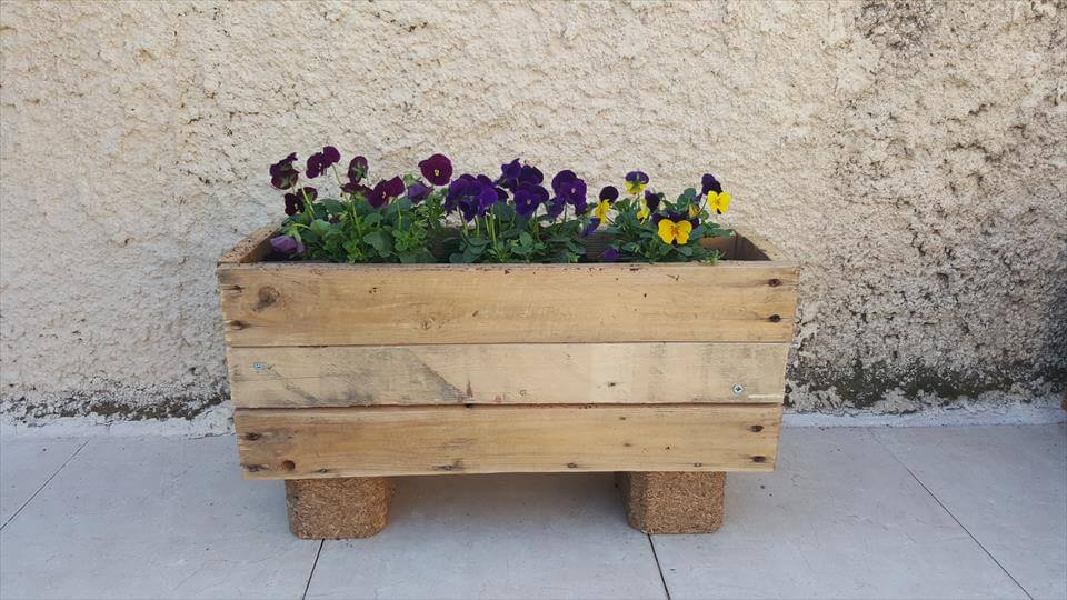 Another great one, you can really build such a planters with pallets ...