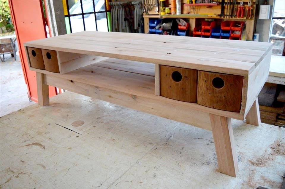 recycled pallet vintage media stand
