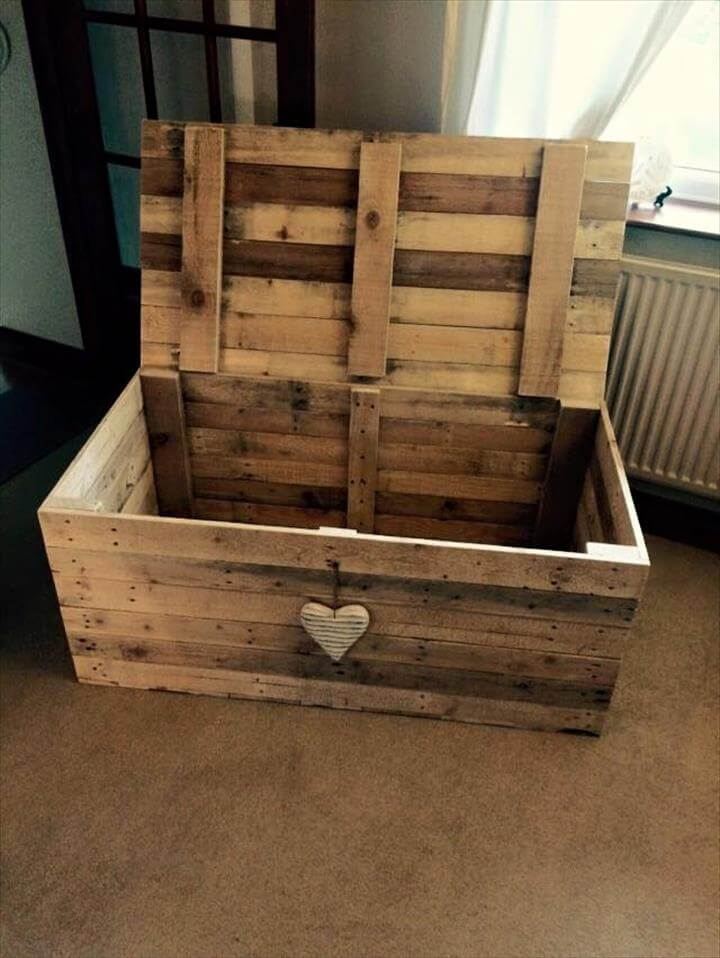 1000 ideas about pallet chest on pinterest pallets pallet ideas and pallet furniture - Diy projects with wooden palletsideas easy to carry out ...