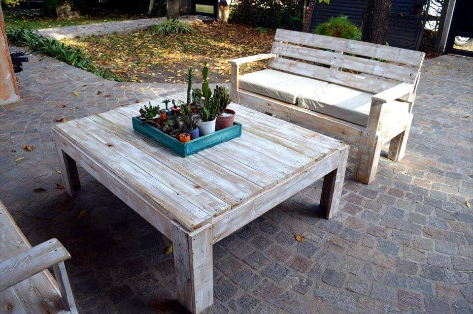 Wooden Pallet Furniture Set For Patio