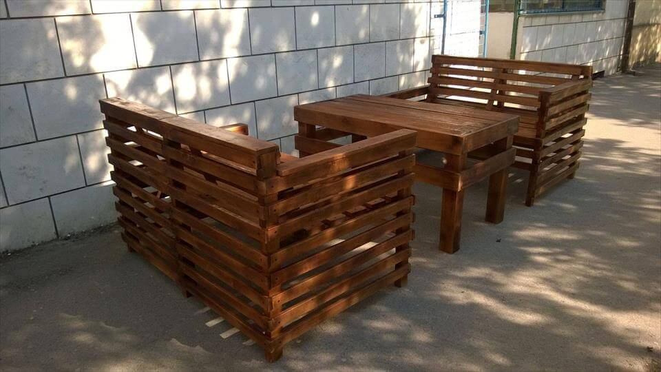 Wooden pallet patio or garden furniture set 99 pallets - Naturewood furniture for both indoor and outdoor sitting ...