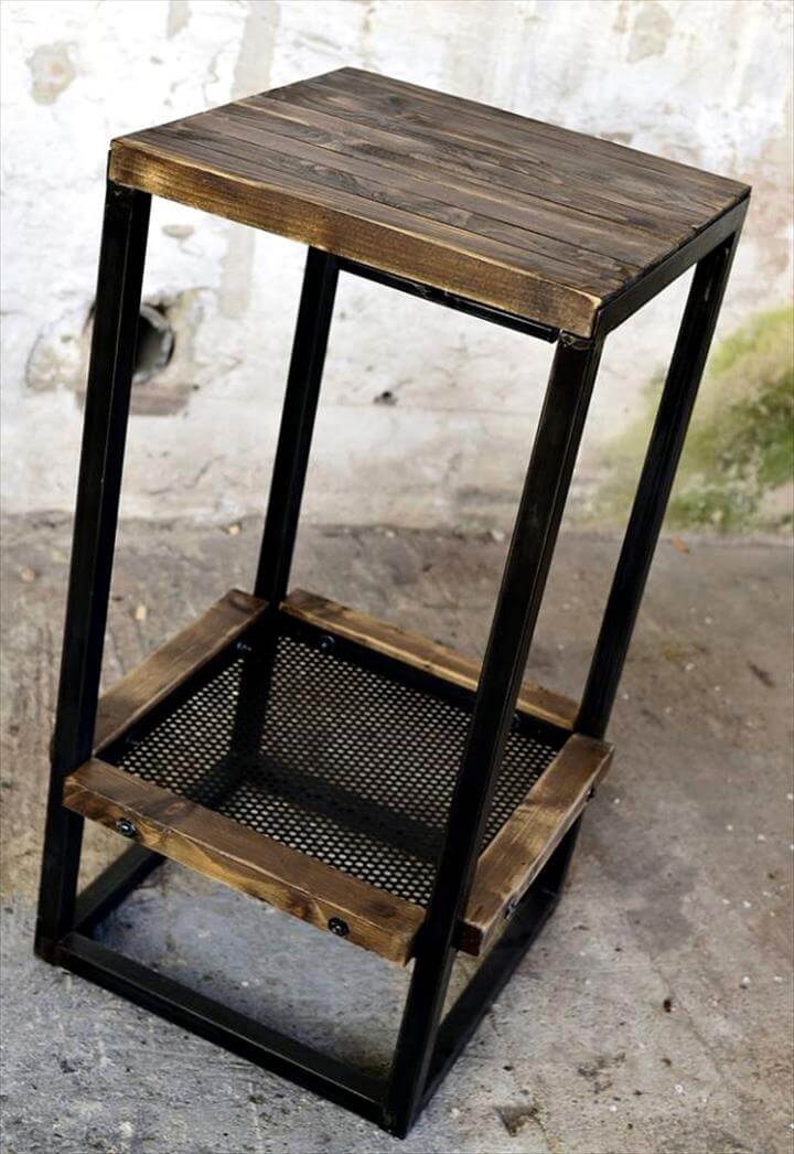 Wood pallet bar table with stools 99 pallets for Stools made from pallets