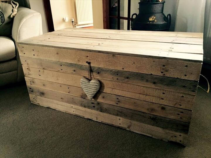 self-made wooden pallet chest