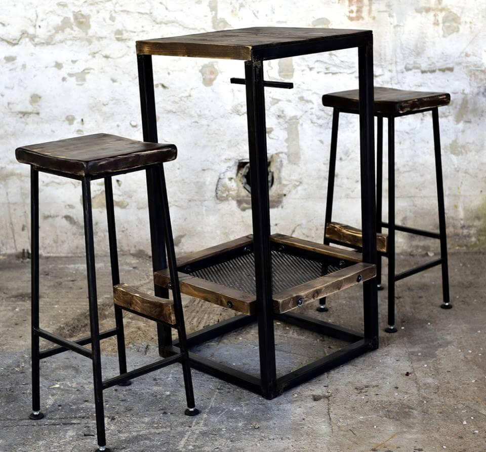 Recycled pallet bar table and stools