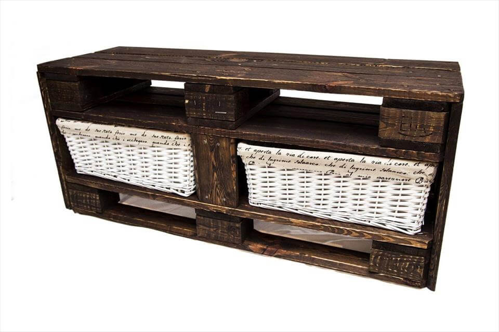 no-cost rustic Euro pallet storage bench