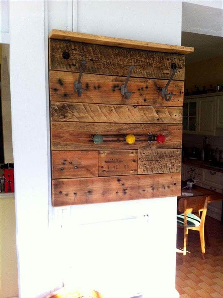 Wall mounted pallet coat rack