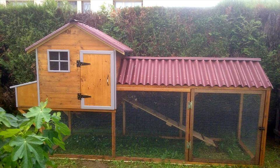 how to build a chicken coop with wood pallets