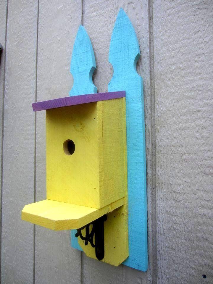 Lovely pallet made bird house