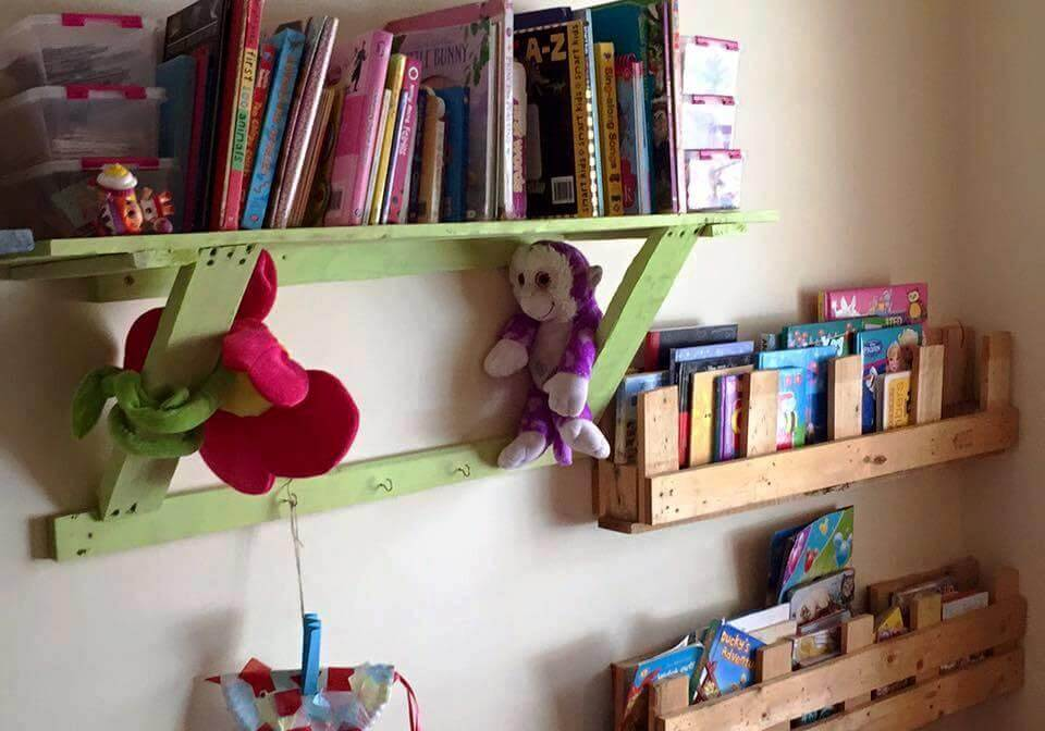 kid's room shelf from pallets