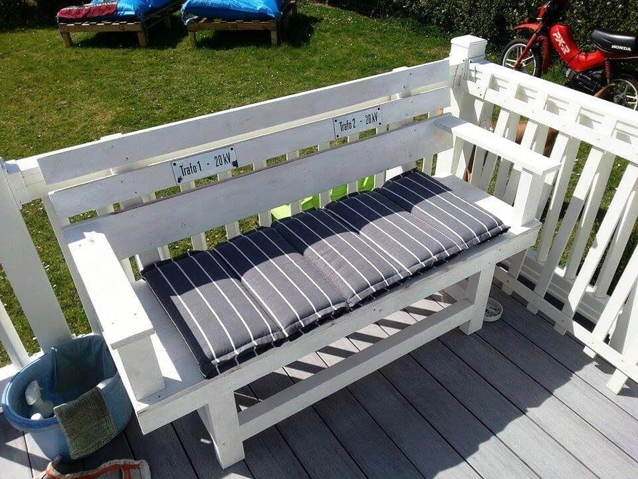 gorgeous pallet deck sofa