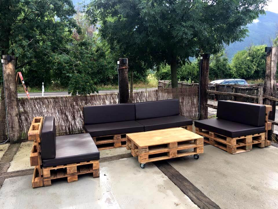 Diy pallet outdoor sofa ideas 99 pallets for Sofa de palets exterior
