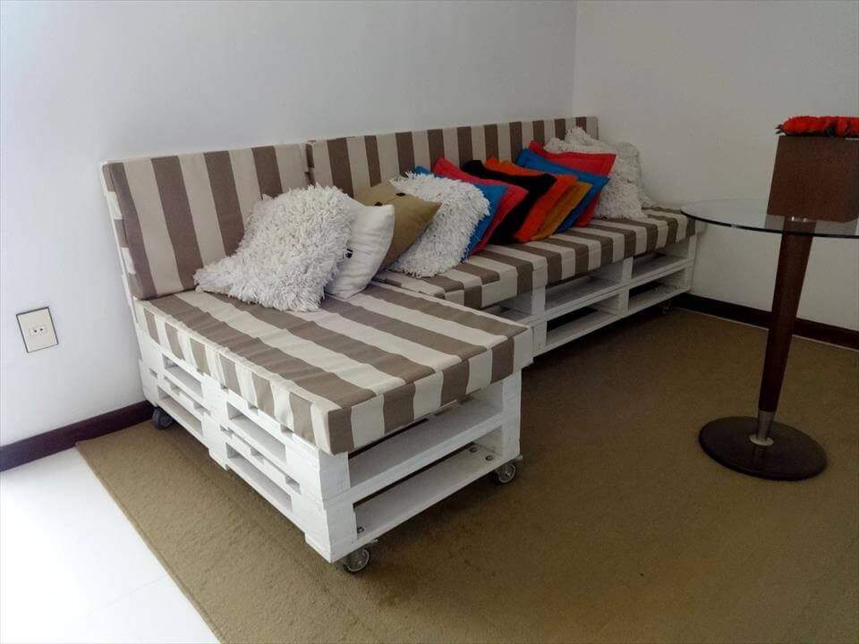 wooden pallet L-sofa on wheels