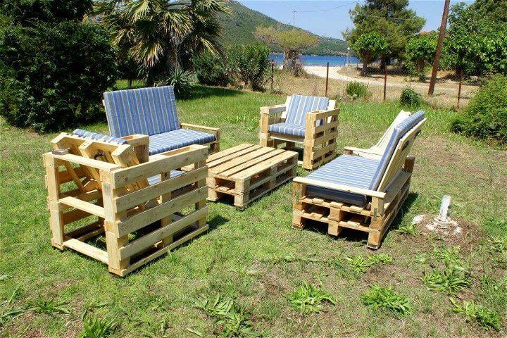 Re-purposed pallet seating set
