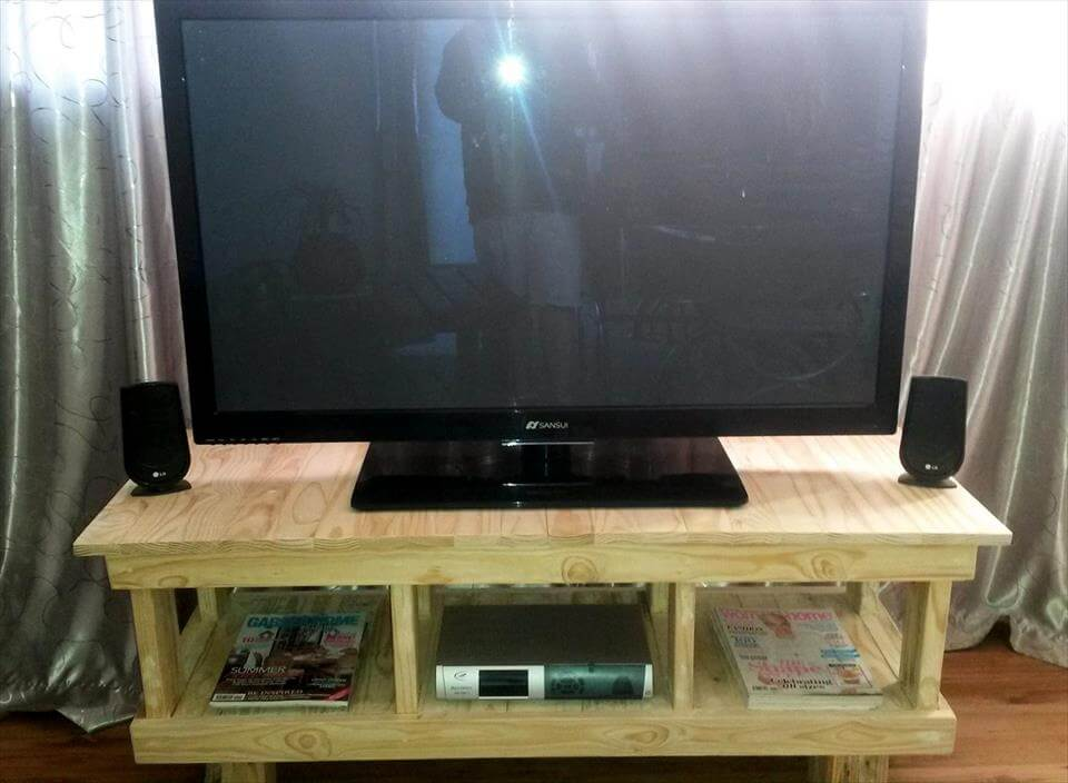 pallet made media console table