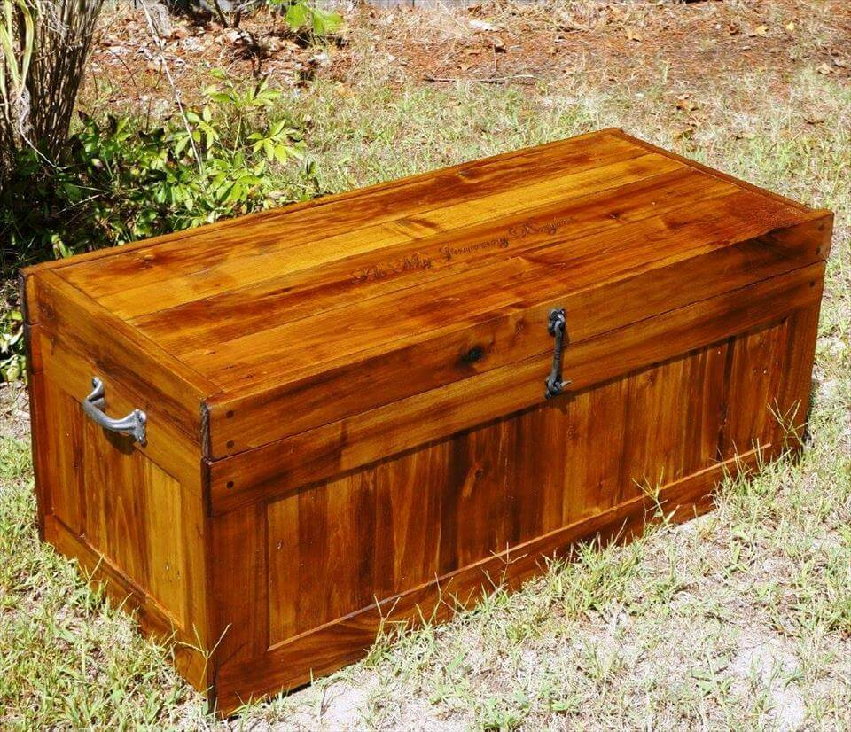 reclaimed wooden pallet chest