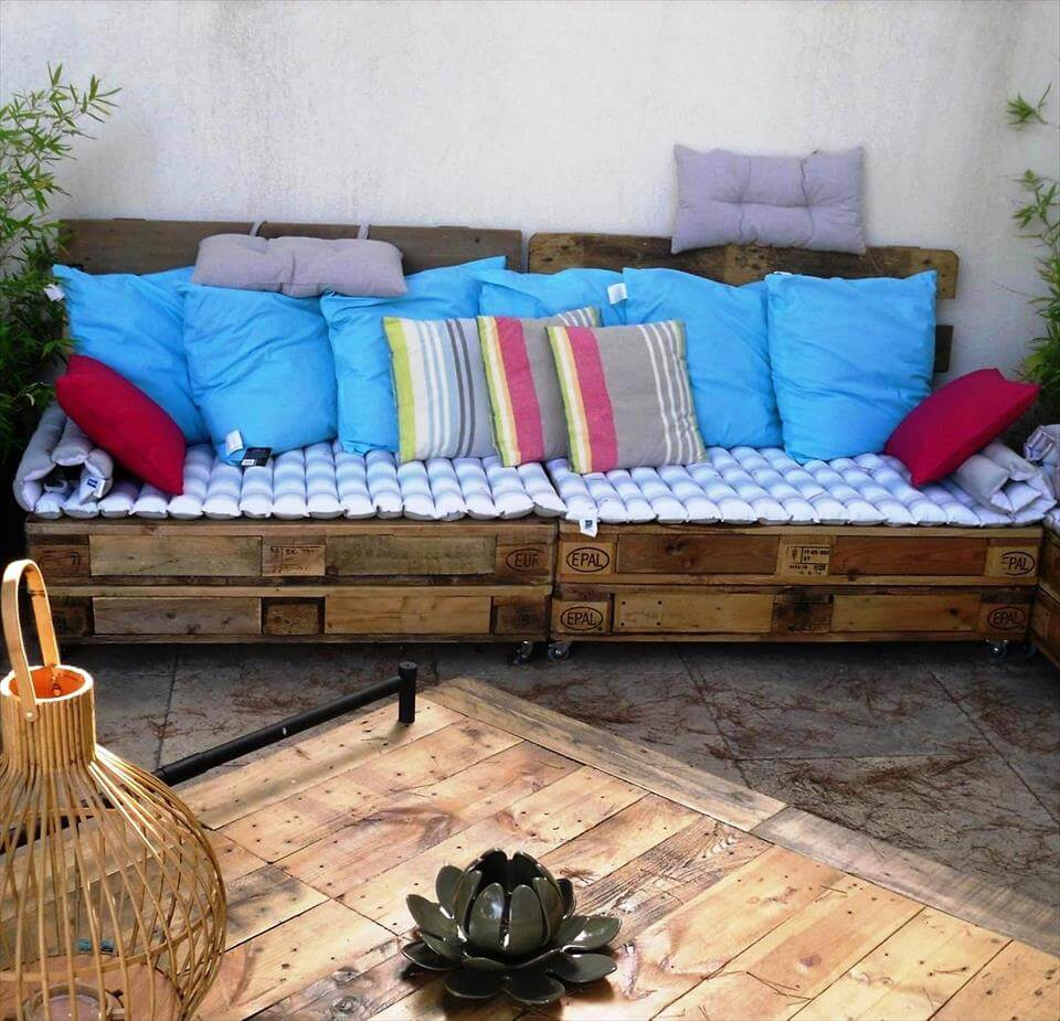 low cost yet stylish pallet sofa set 99 pallets. Black Bedroom Furniture Sets. Home Design Ideas