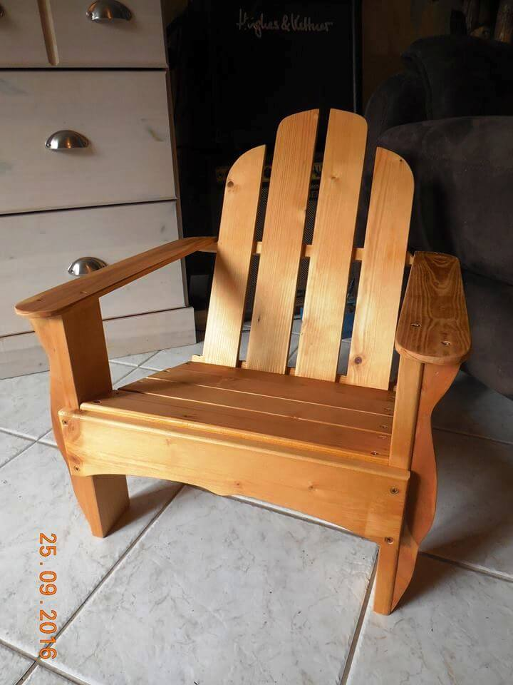 upcycled pallet Adirondack chair