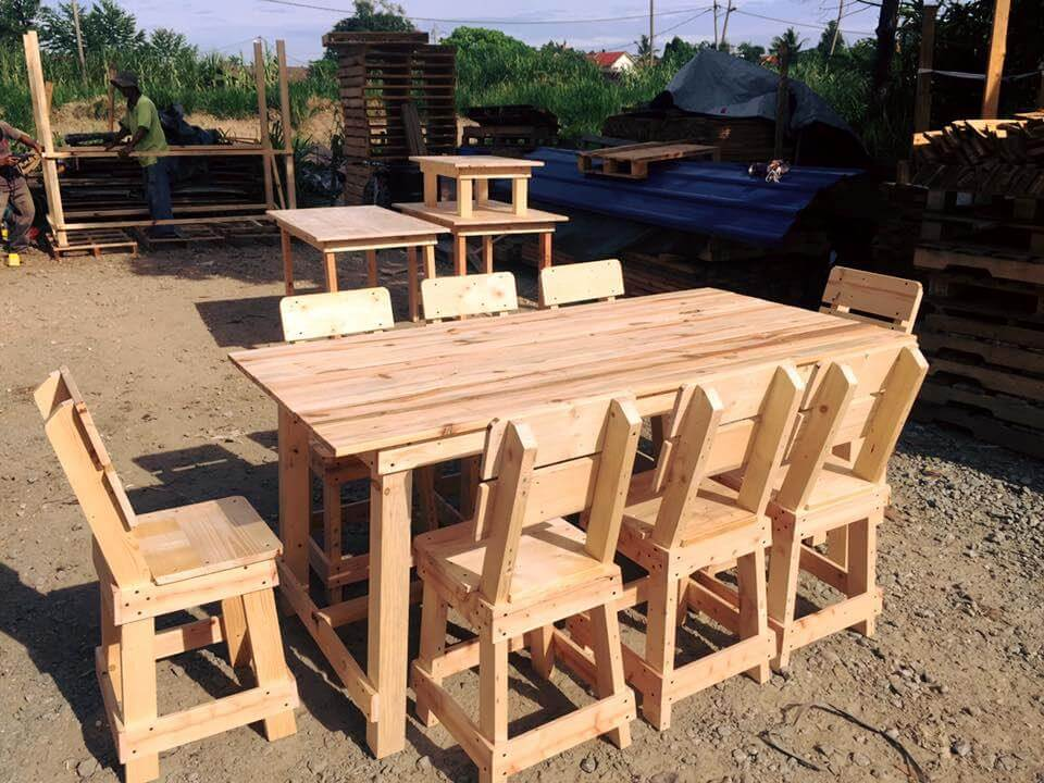 pallet dining set for outdoors