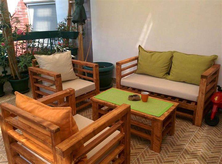 repurposed wooden pallet sitting furniture set
