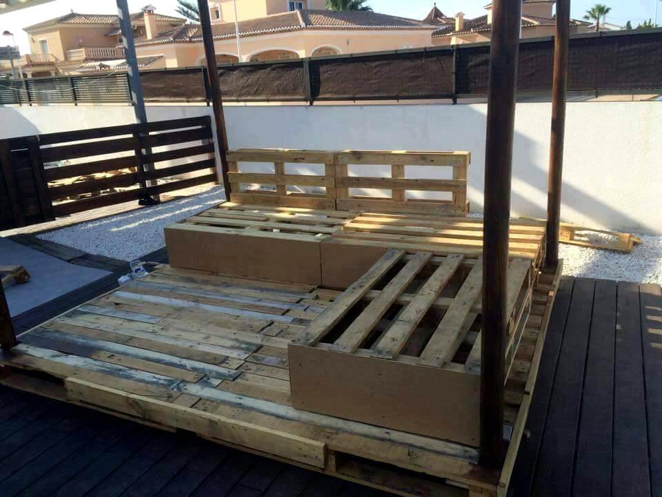 Re-purposed pallet outdoor sofa with canopy