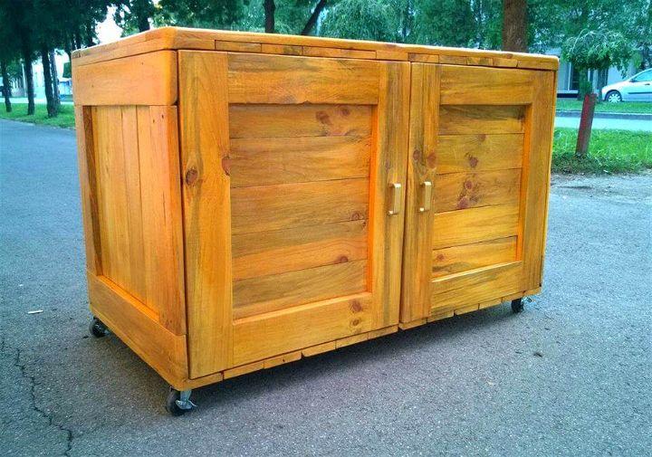 recycled pallet dresser or sideboard