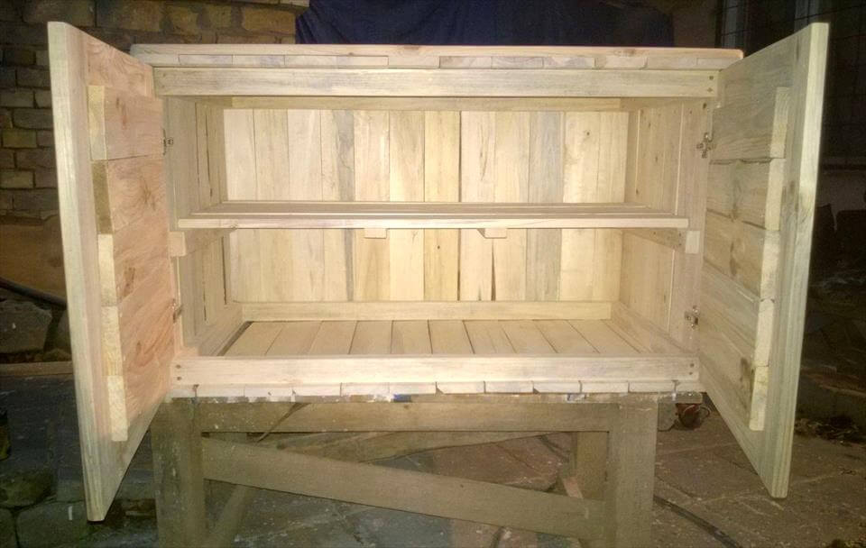low-cost pallet sideboard and dresser