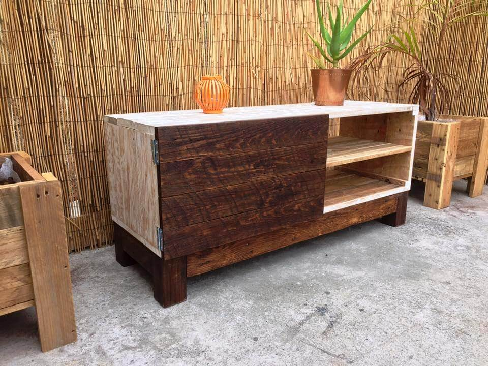 dual tone wooden pallet TV stand