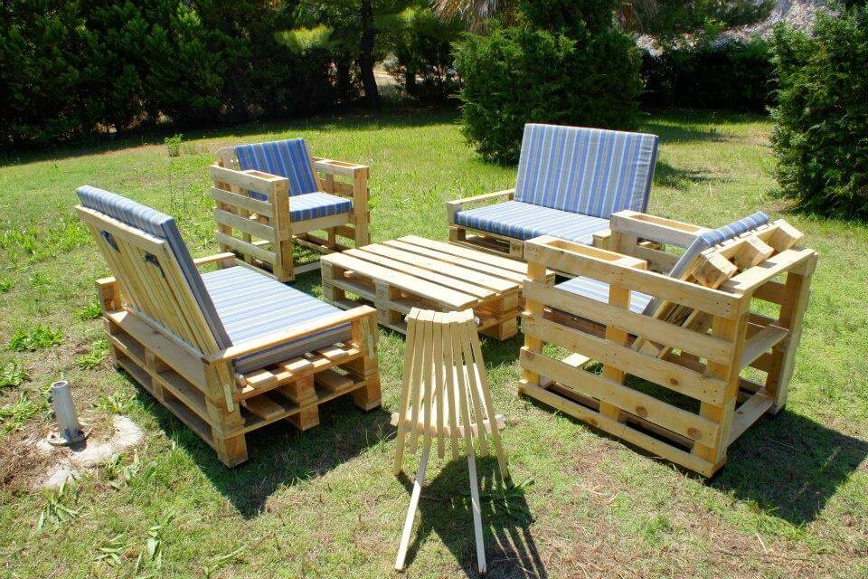wooden pallet seating set for garden. DIY Amazing Pallet Garden Furniture   99 Pallets