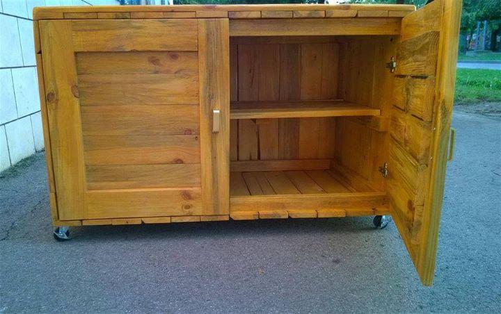 reclaimed pallet dresser or sideboard