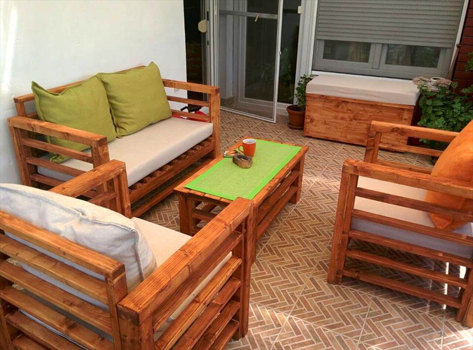 reclaimed wooden pallet patio sitting set