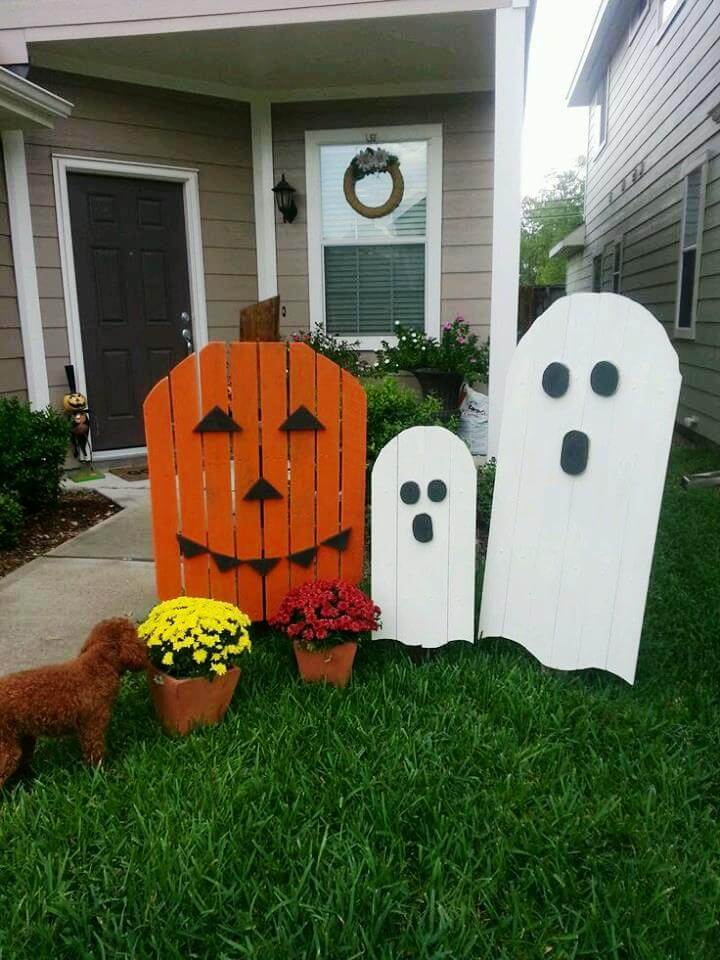 scary wooden pallet Halloween decors
