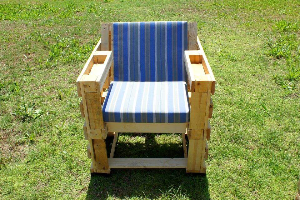 diy pallet seating chair