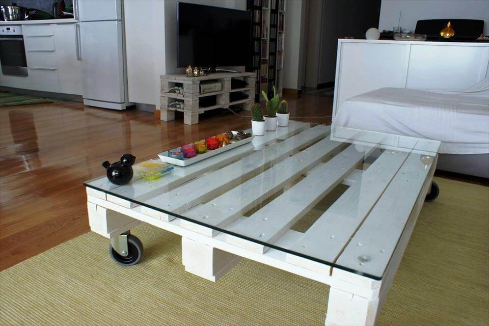 Pallet Coffee Table With Glass Top And Casters Pallets