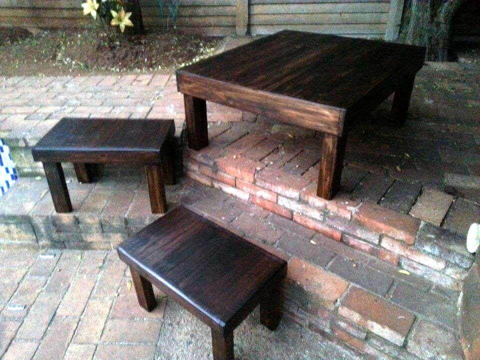 wooden pallet coffee table with stools