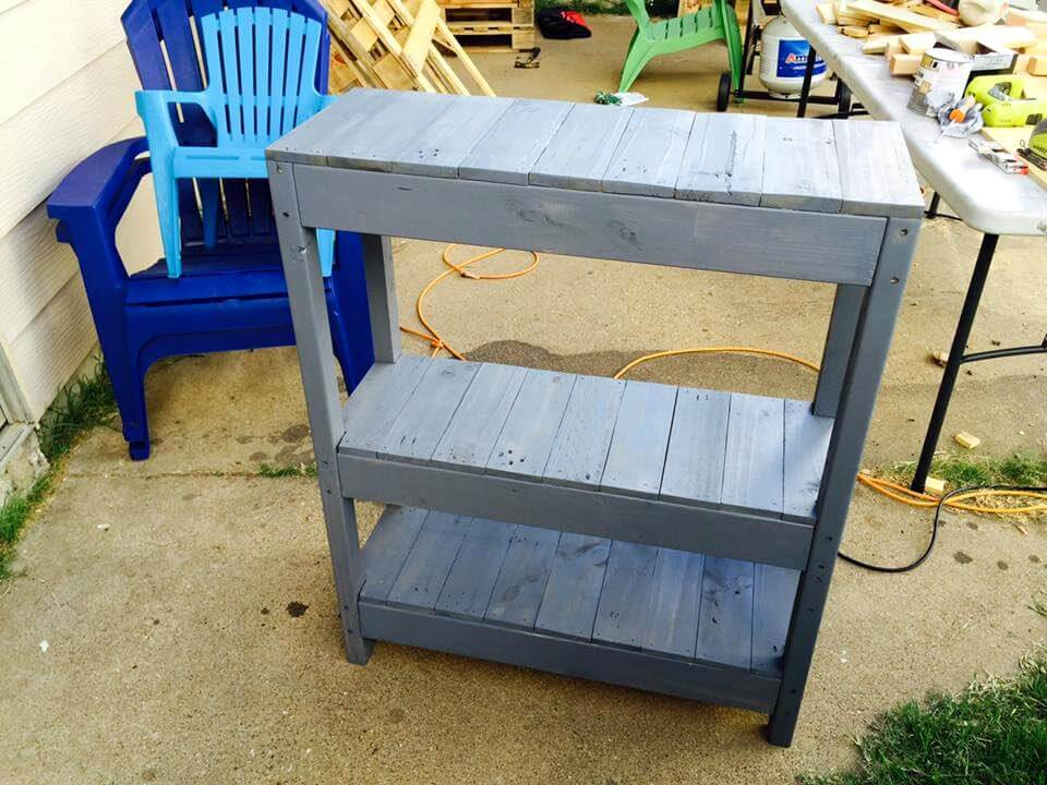 Cute pallet entryway table
