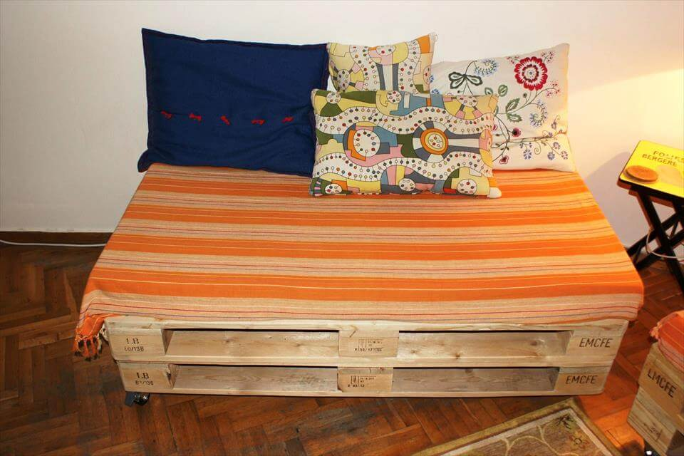 Pallet Sofa and Coffee Table for Living room | 99 Pallets on Pallet Room  id=96406