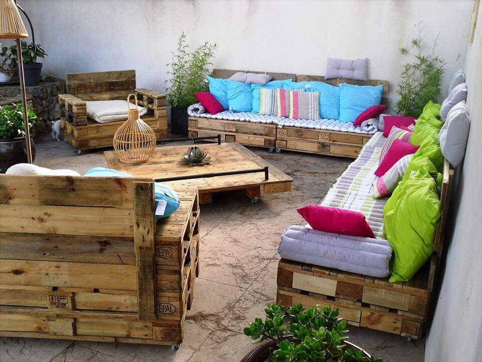 patio sitting sofa made of pallets