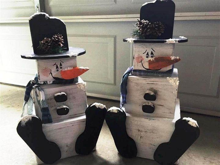 pallet snow man sculptures