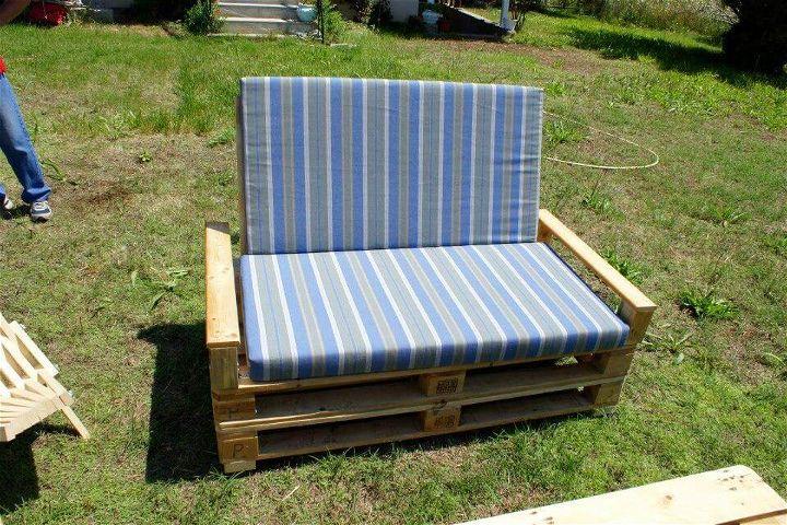 simple yet stylish pallet sofa