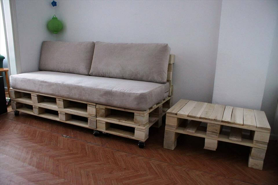 low-cost wooden pallet sofa