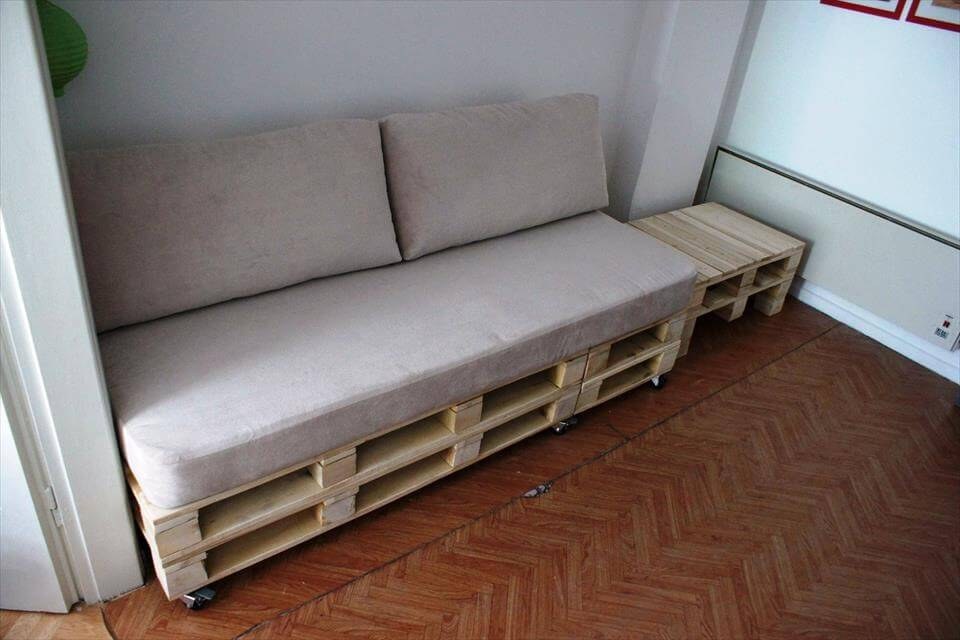 recycled pallet sofa and coffee table