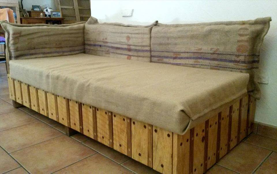 Simple Made Pallet Sofa 99 Pallets